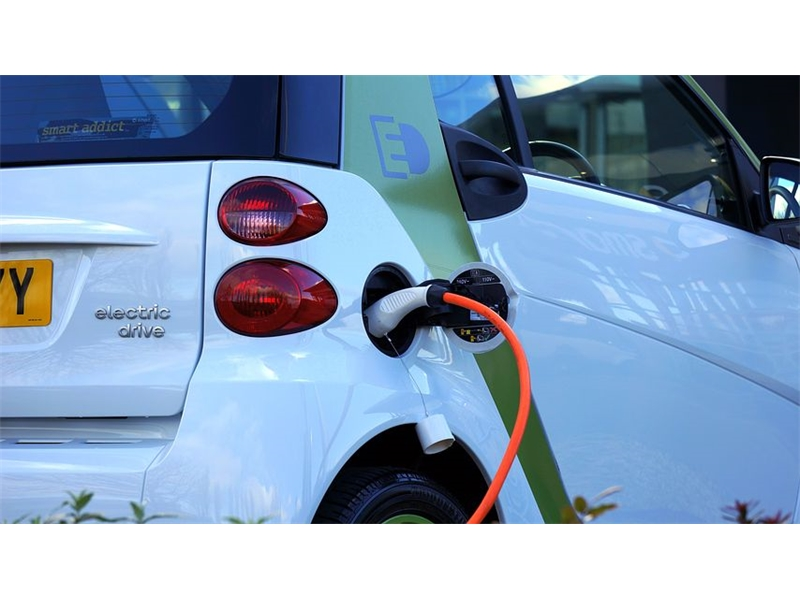 What are the benefits to businesses when it comes to leasing electric cars?